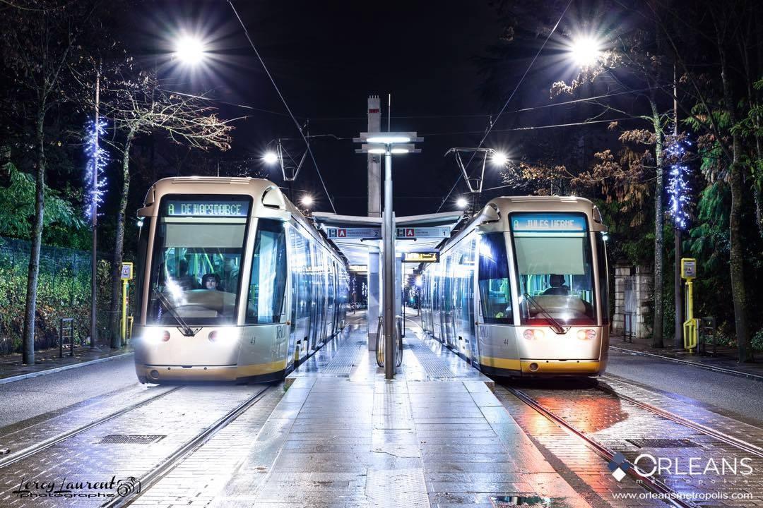 Tram avenue de la moulière Orléans by Night