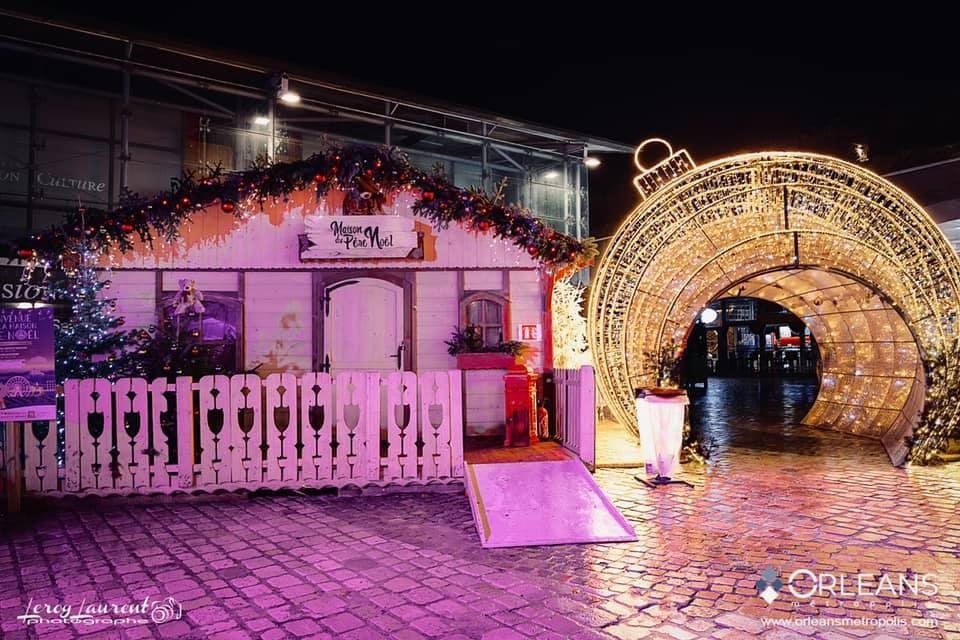 Maison du père Noël place de Loire Orléans