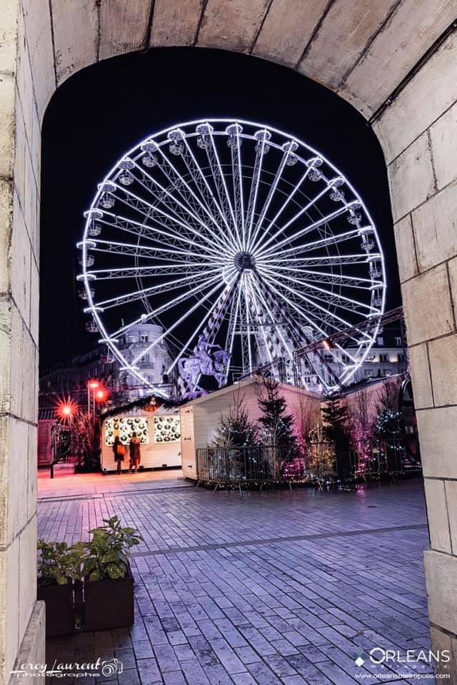Marché de Noel d'Orléans vue depuis les Arcades rue Royale