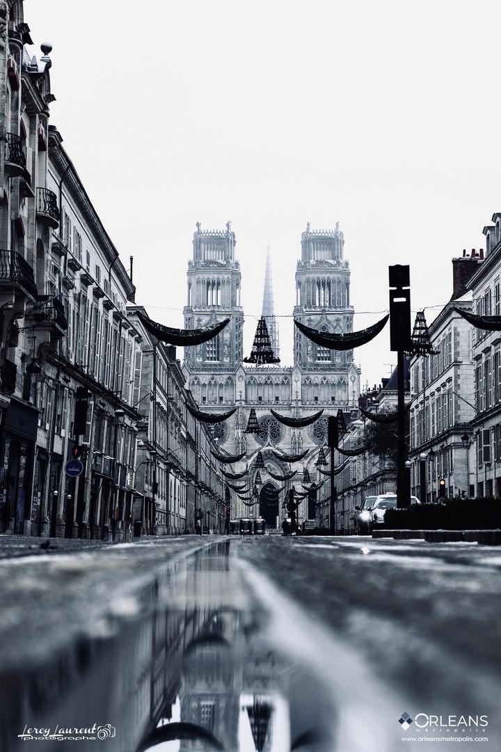 Cathédrale d'Orléans brouillard rue Jeanne d'arc