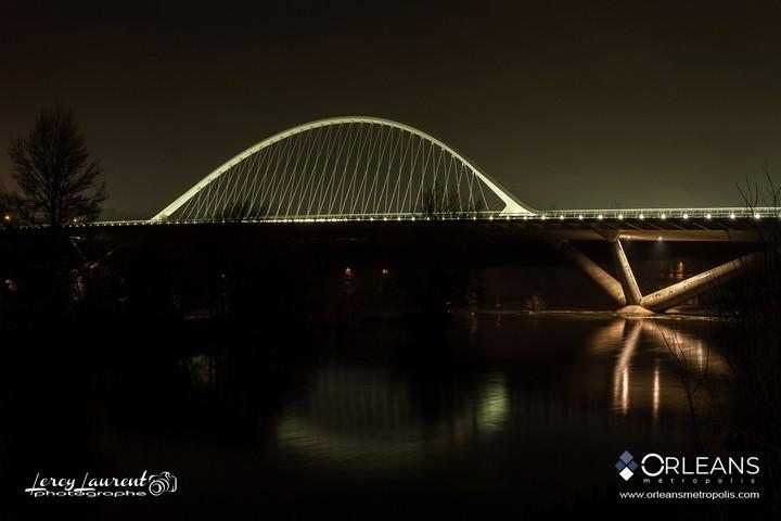 Pont de l'Europe Orleans la nuit