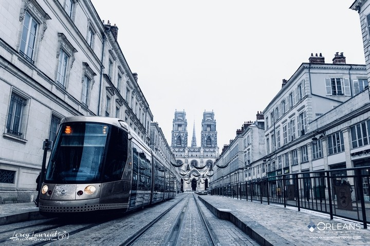 Tram TAO rue Jeanne d'Arc Orléans