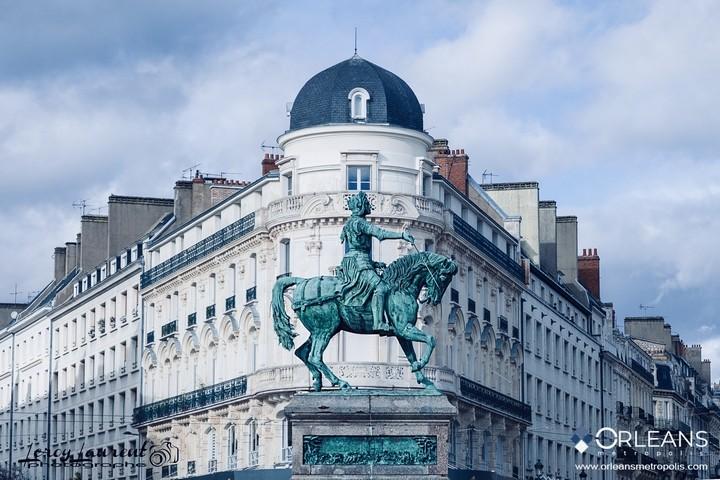 Jeanne d'Arc devant la rue de la république Orléans