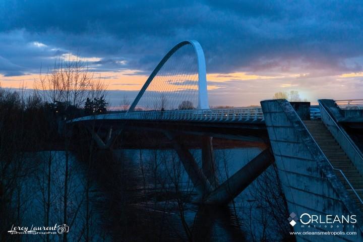 Pont de l'Europe au couché du soleil