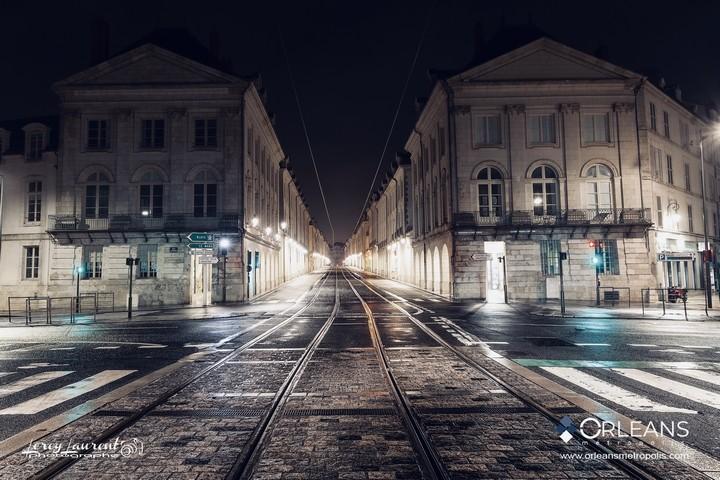 Entrée rue de Royale Orléans la nuit