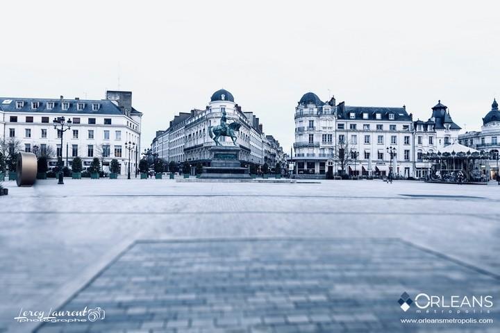 La Grande place du Martroi Orléans