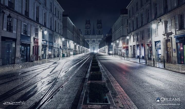 Rue Jeanne d'Arc  & Cathédrale Orléans la nuit