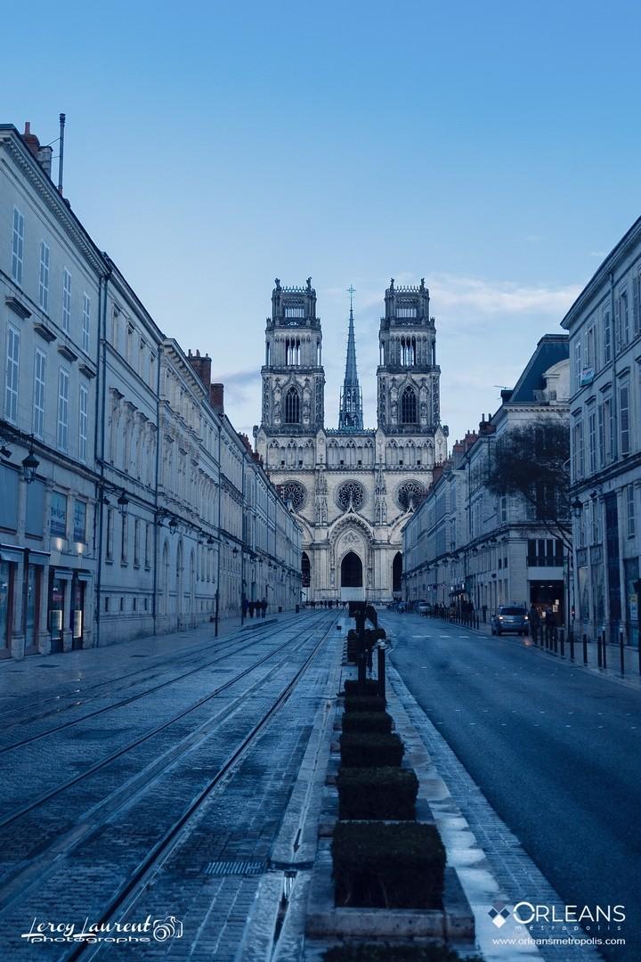 Rue Jeanne d'Arc  & Cathédrale à l'Aube