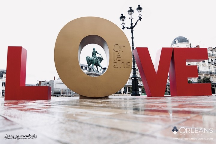 LOVE orléans Saint Valentin place du Martroi