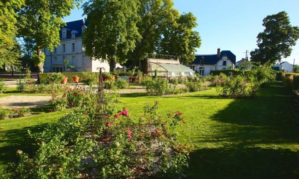 Jardin de roses du château de Saint-Jean-Le-Blanc