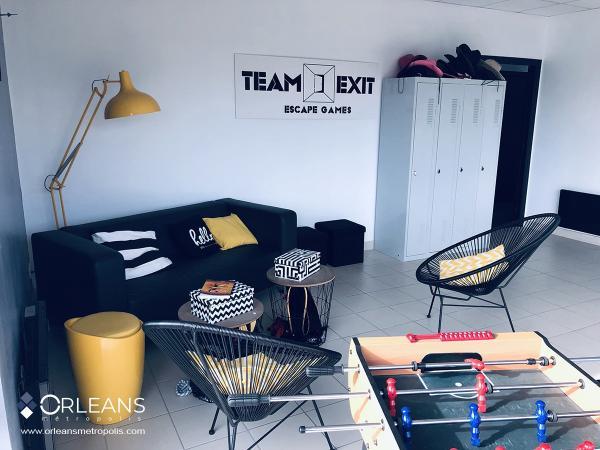 Escape game team exit